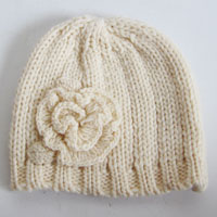 acrylic hat with knitted flower